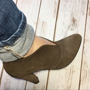 Eric Michael Veronica taupe Suede Booties